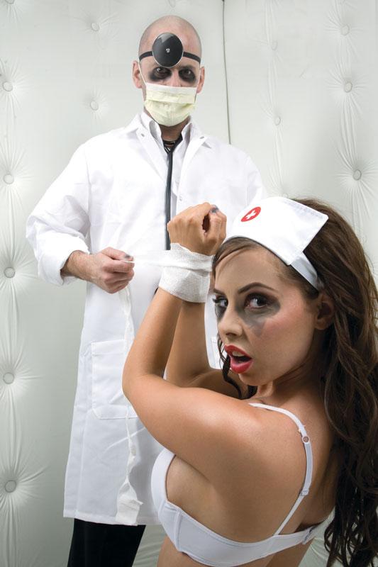 Image of Hoofdkapje verpleegster met spiegel